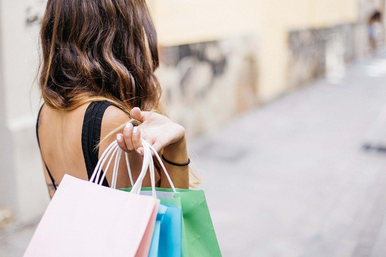 Luottokortilla shoppailu